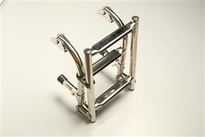 Scaletta in acciaio inox pieghevole con gradini L. 600 mm [Mavimare]
