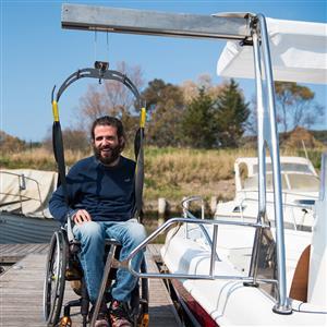 ONE Imbarcazione con sollevatore per disabili